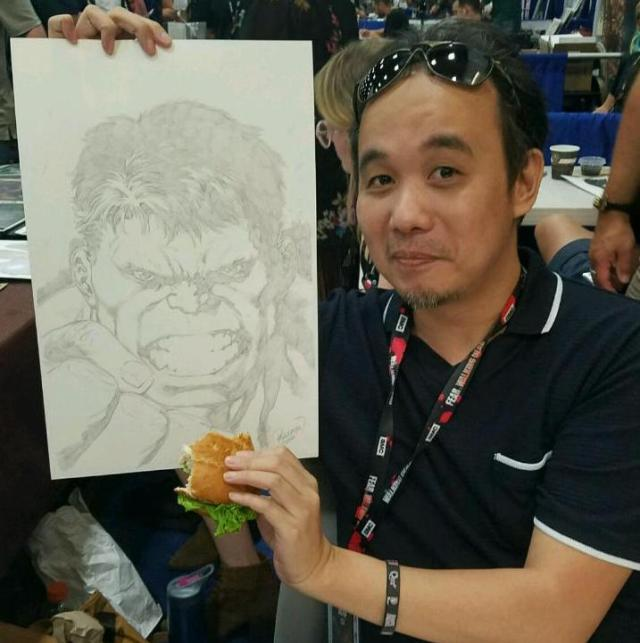 Carlo Pagulayan feeds hulk a hamburger at SDCC
