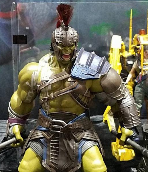 Close-Up-of-Hot-Toys-Gladiator-Hulk-Figure-SDCC-2017